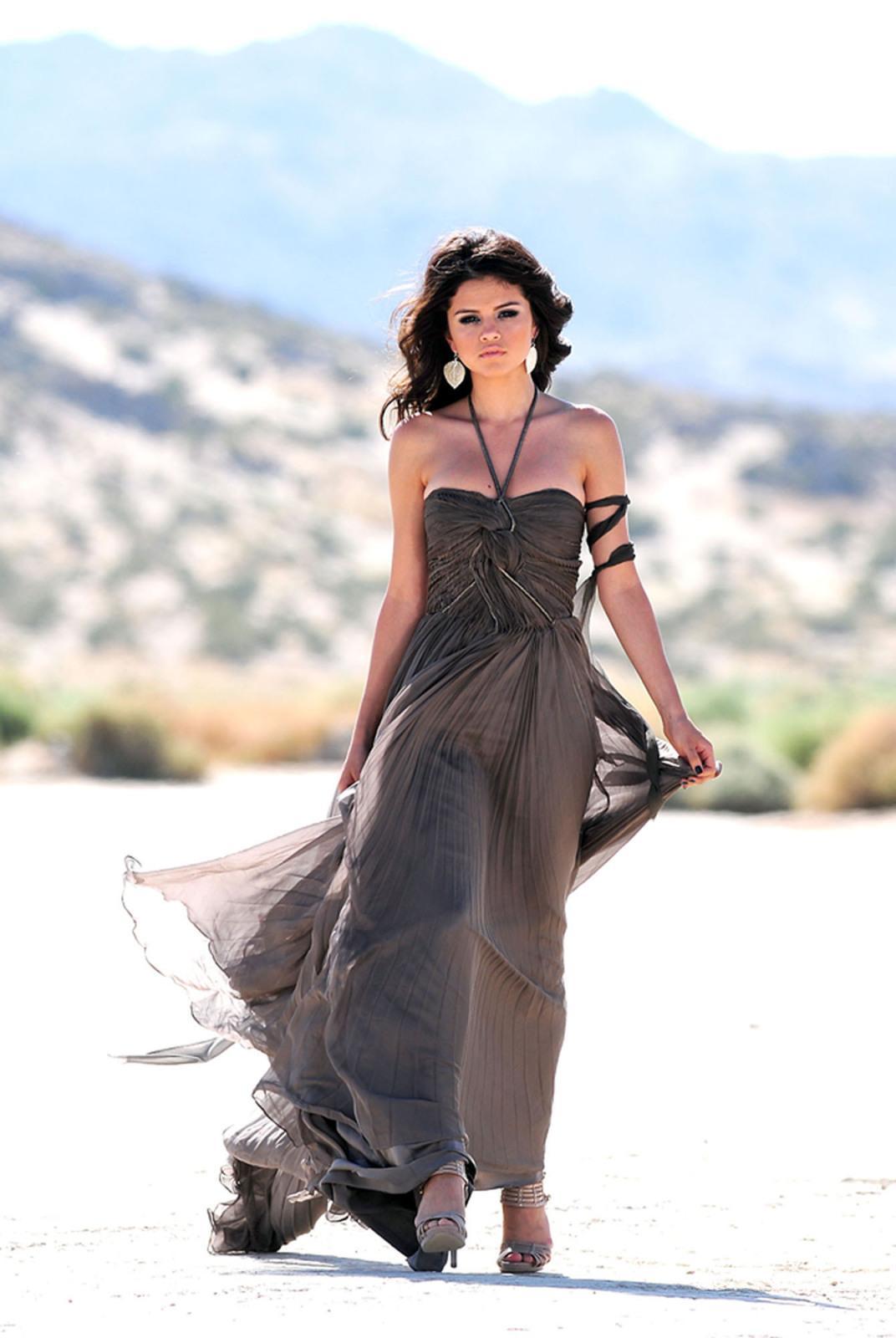 http://4.bp.blogspot.com/_yWvq_JiVYMQ/TUlrBrhJ1FI/AAAAAAAAAEY/kgRCiMMPpaY/s1600/Selena_Gomez11.jpg