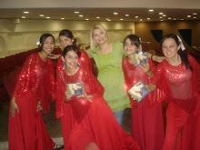 Valéria Rodrigue Com Suas Bailarinas Na Catedral de Brasília-DF