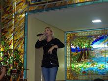 Valéria Rodrigues Cantando na Catedral de GOIÂNIA-GO