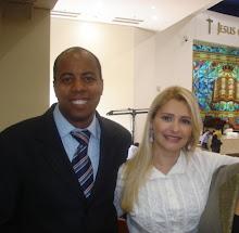 Valéria Rodrigues e seu Esposo Cleber Carvalho na Catedral de Brasília-DF
