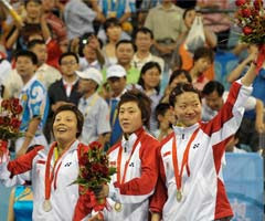 Team Singapore (Li Jiawei, Feng Tianwei and Wang Yuegu)