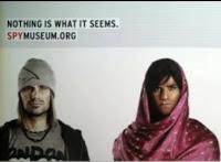 Un panneau publicitaire interactif pour le Musée de l'Espionnage