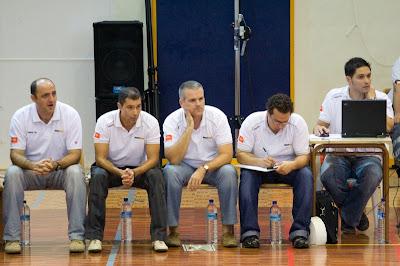 Alex Navarro junto al equipo técnico del Polaris a pie de pista. Foto de JBG/EJ2