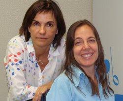 Mara com Renata Castelo Branco encostada em seu ombro