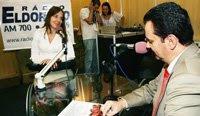 Mara entrevistando Kassab no estúdio montado dentro da Reatech