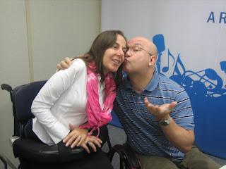 Hebert Vianna beijando o rosto de Mara