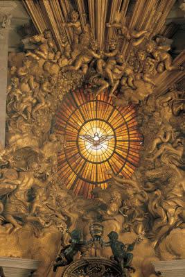 Espíritu Santo en la Cátedra de San Pedro de Bernini. Basílica de San Pedro en el Vaticano