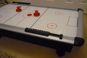 Miniature air hockey table