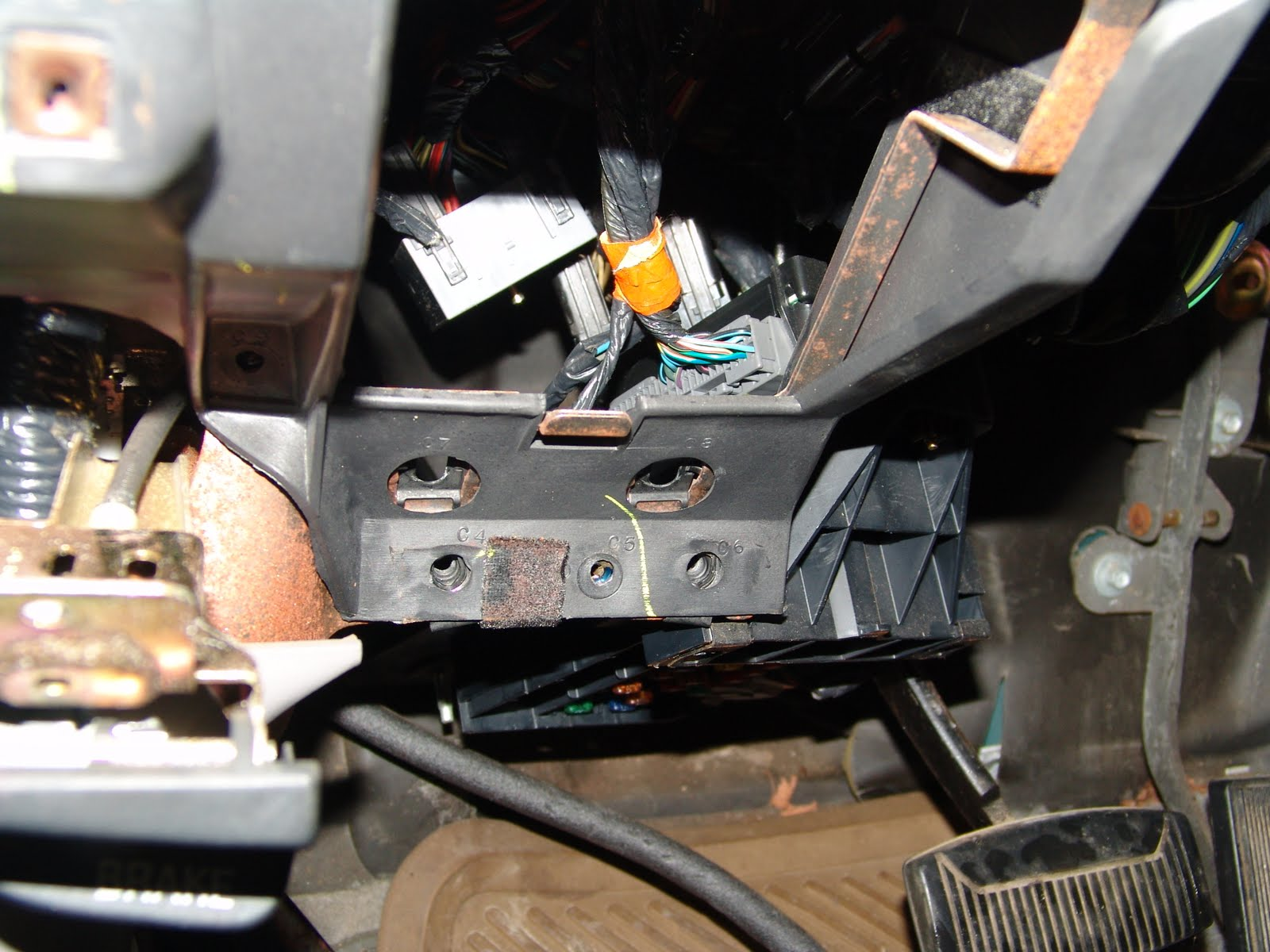 Solved Do I Have To Replace The Fuse Box When Replacing Fixya 03 Ford F250 Abs Relay