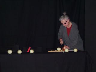 Gritos verticales Gracia Iglesias cangrejo pistolero poesía performance Madrid Sala Triángulo presentación Ana Rossetti Nuria Mezquita Pedro Garcia Chain