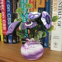 crochet mini vases with yoyo button flowers