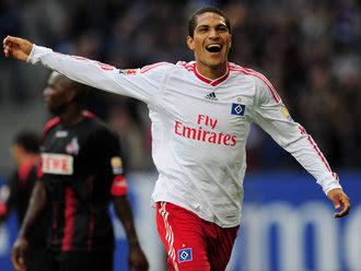 Paolo-Guerrero-celeb-Hamburg-v-FC-Koln_2354415.jpg