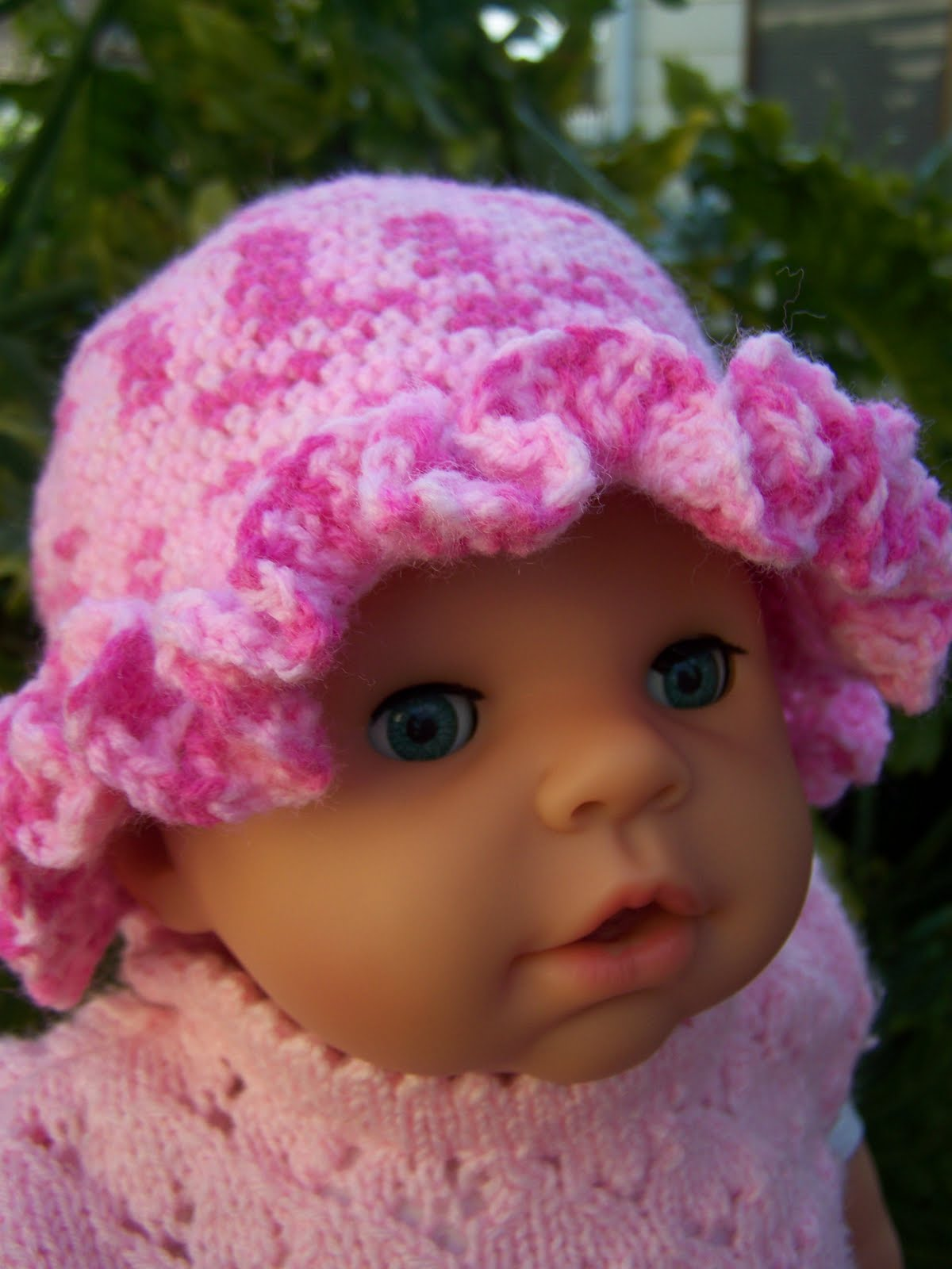 Crochet Pattern Central Baby Hats : Back in my corner (with crayons): Crocheted Baby Ruffle Hat.