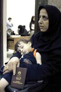 بند 3 ماده 18 قانون گذرنامه:   صدور گذرنامه و خروج از کشور زنان متاهل