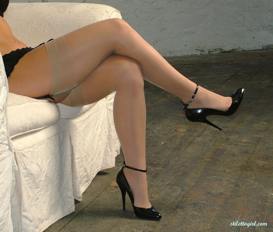 Mature hotties wearing high heels, by Popularity