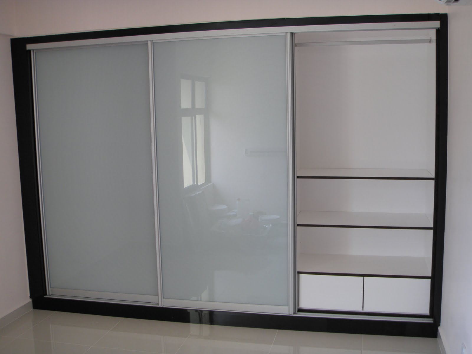 Wardrobe syarikat swee tat my for Designs for bedroom cupboards