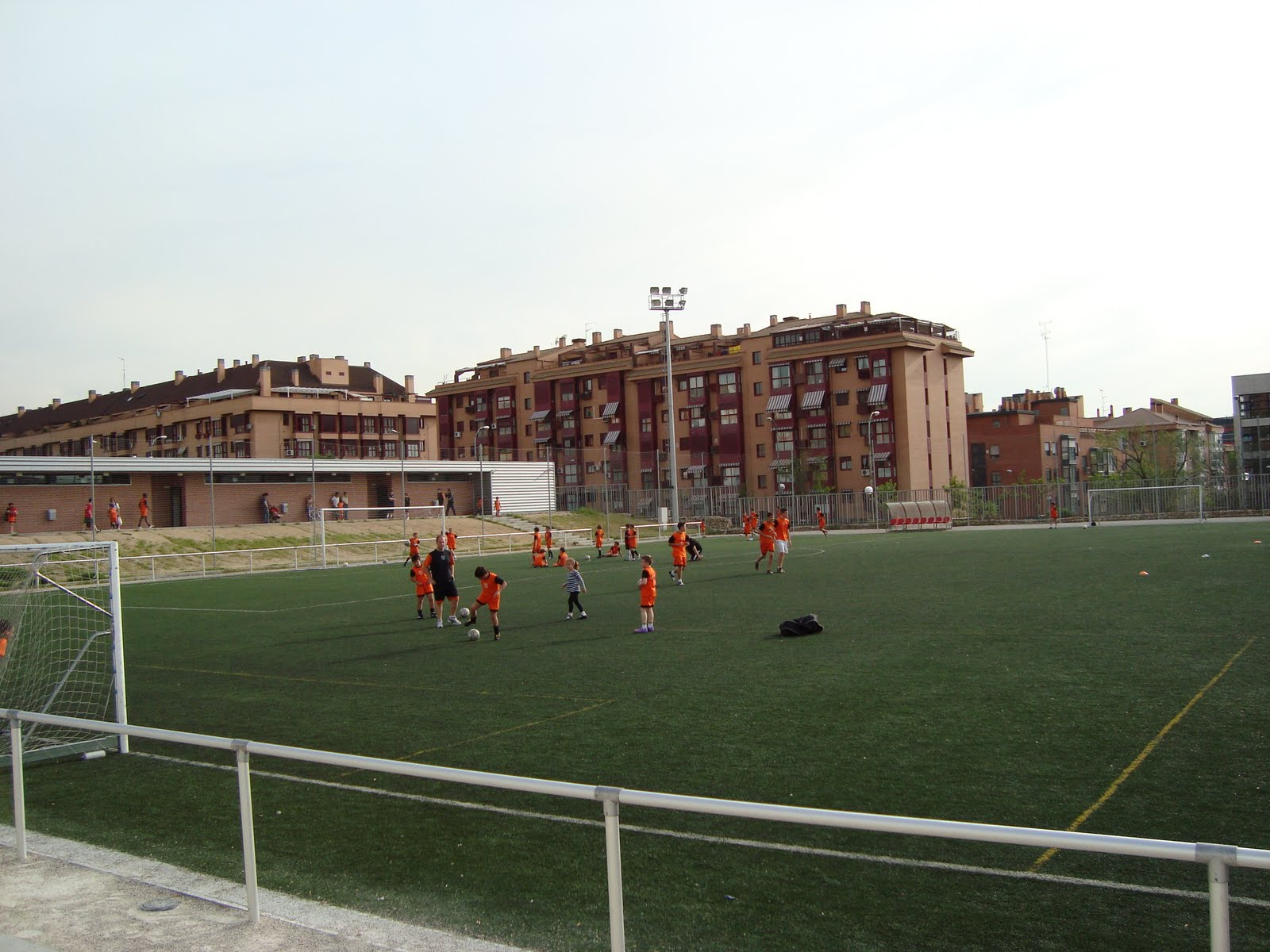 El entorno del joaqu n costa centro deportivo municipal for Piscina municipal arganzuela