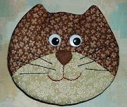 Miau-miau!  Vamos alimentar o gatinho...