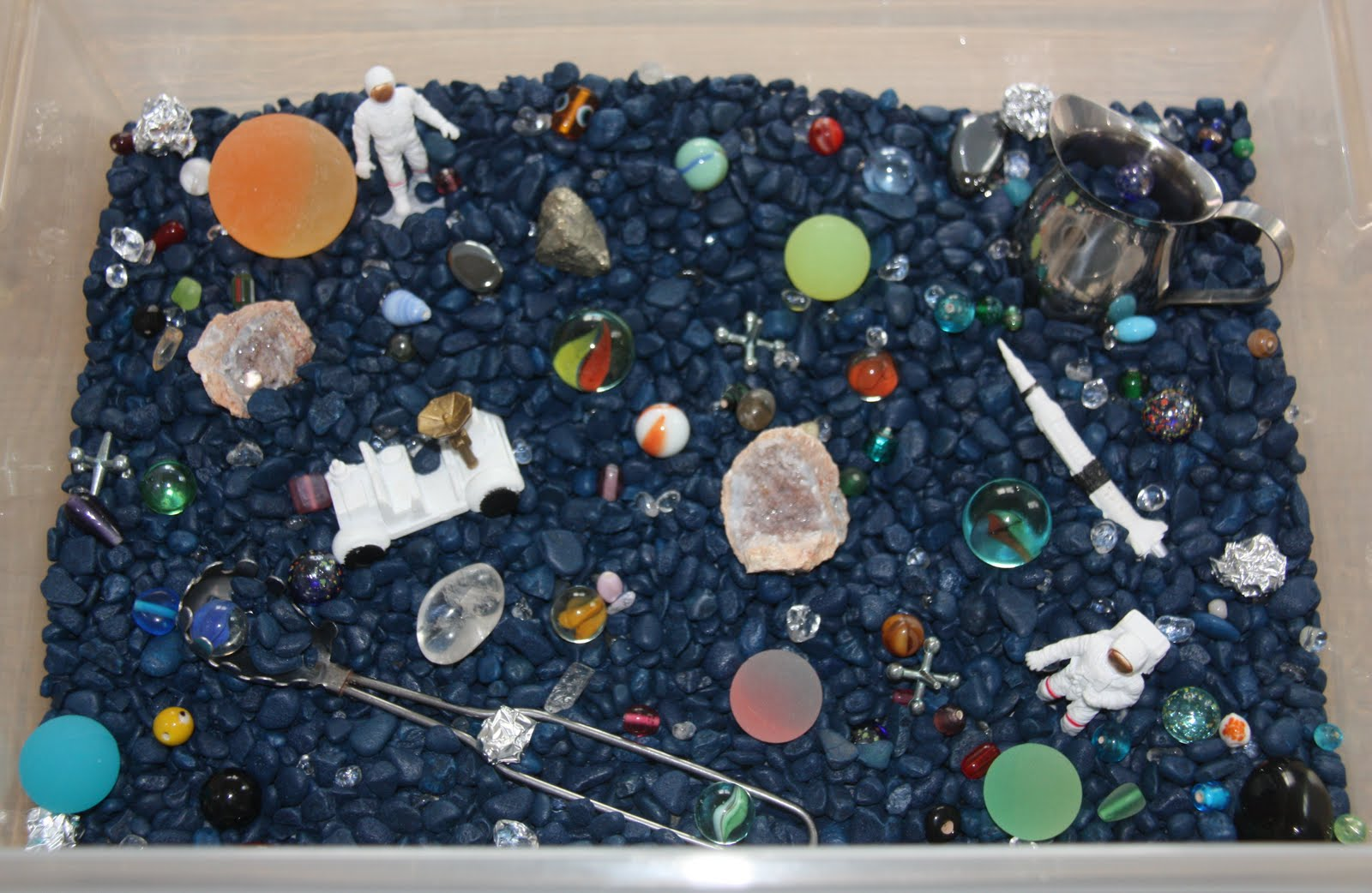 Counting coconuts january sensory tub playdough outer for Outer space theme