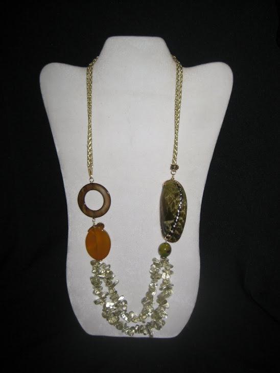 C0310. Collar Caracol, Cristales, Nacar y Agata.