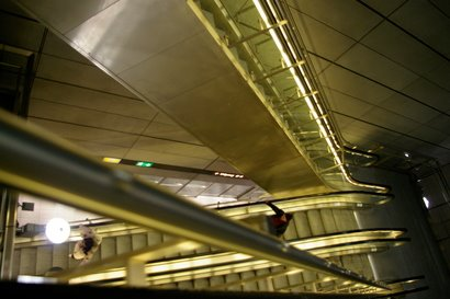 [2009-03-21_KBH_09_Escalators_metro.JPG]