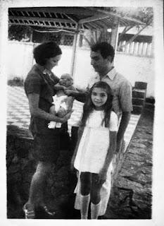 Meu pai, minha mãe, eu e Tia Monca