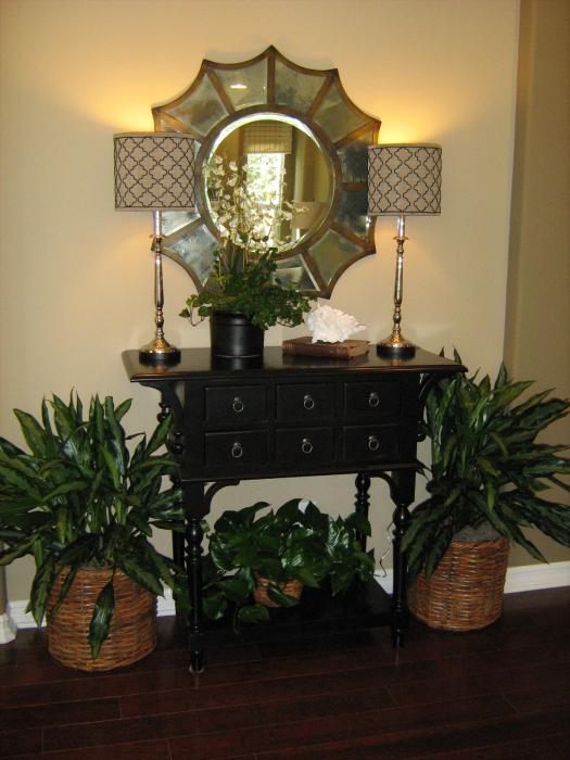 decorating that entry table creative outpour