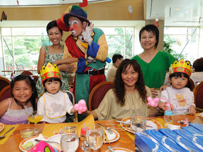 A pose with the clown at Makan Makan Coffee House, Coronade Hotel