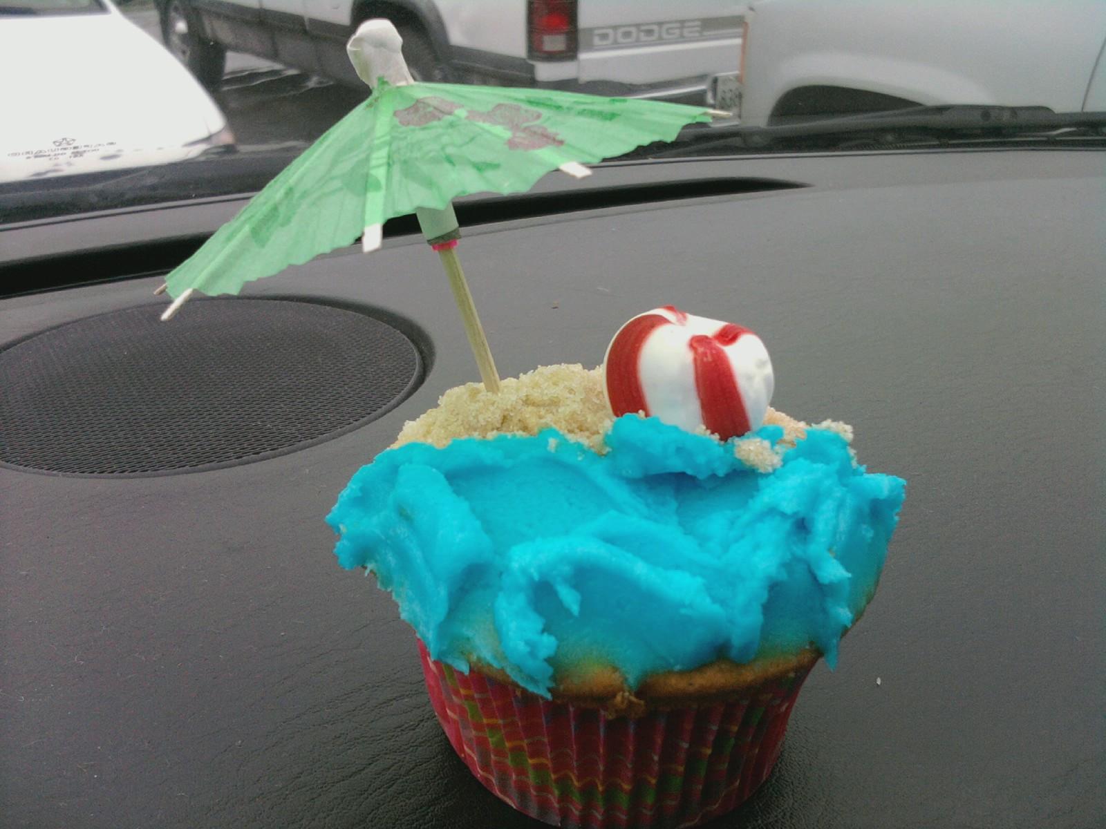Kelly Roberts Designs Beach Cupcakes