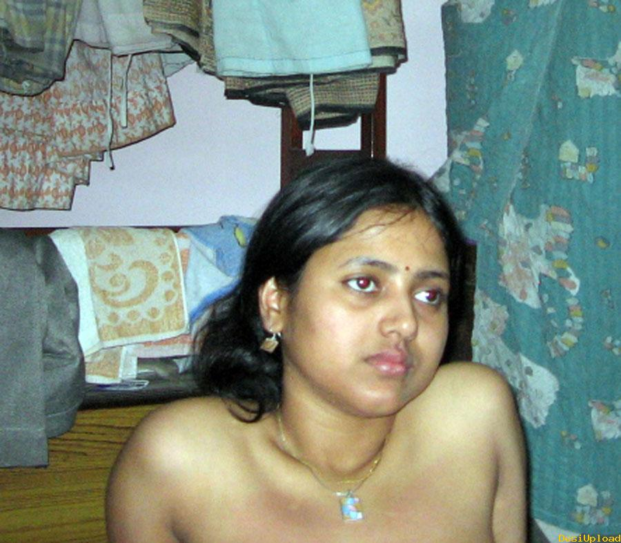 Indian Aunty Seducing nude Pictures
