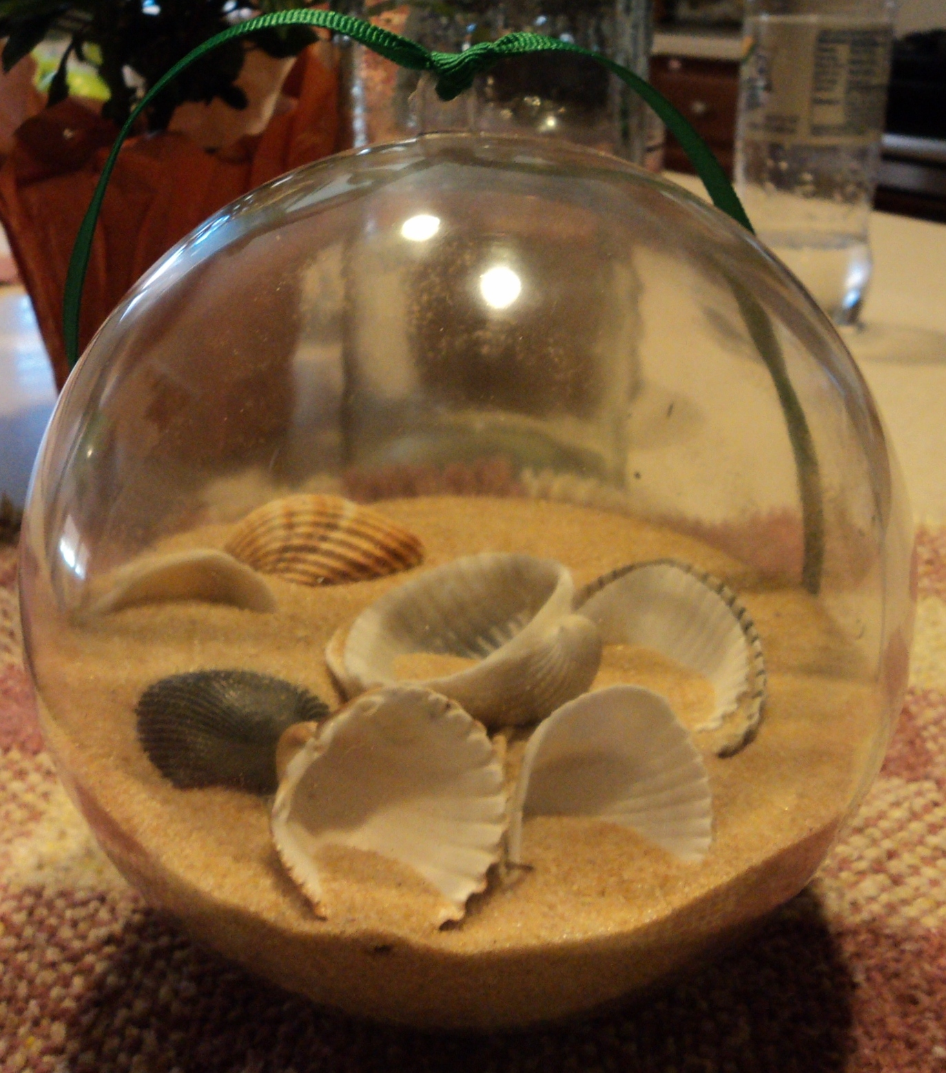 Diy sea shell garland ornaments for the christmas tree for Seashell ornaments diy