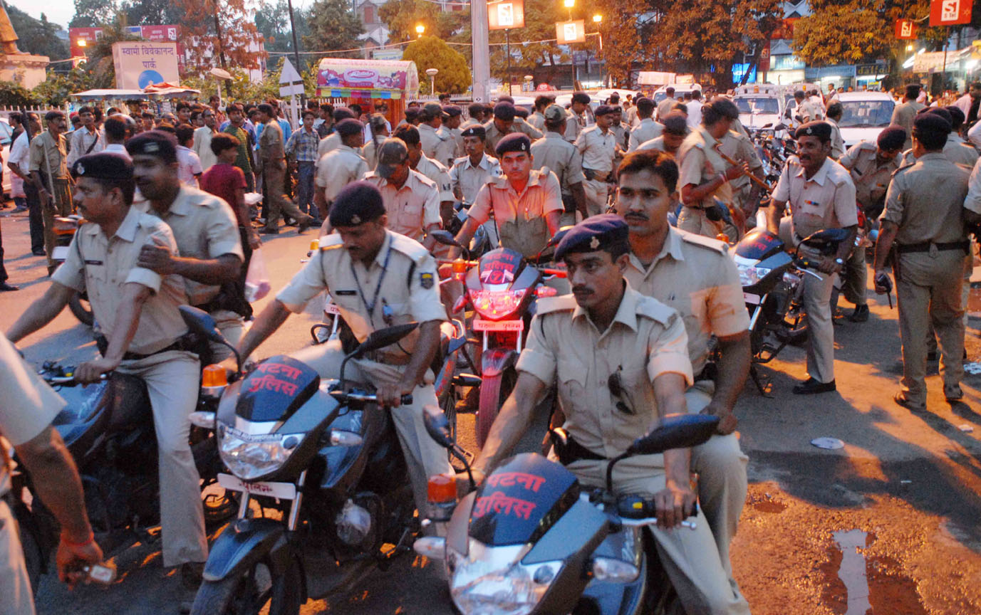 view patna patna police take out a quick mobile march. Black Bedroom Furniture Sets. Home Design Ideas