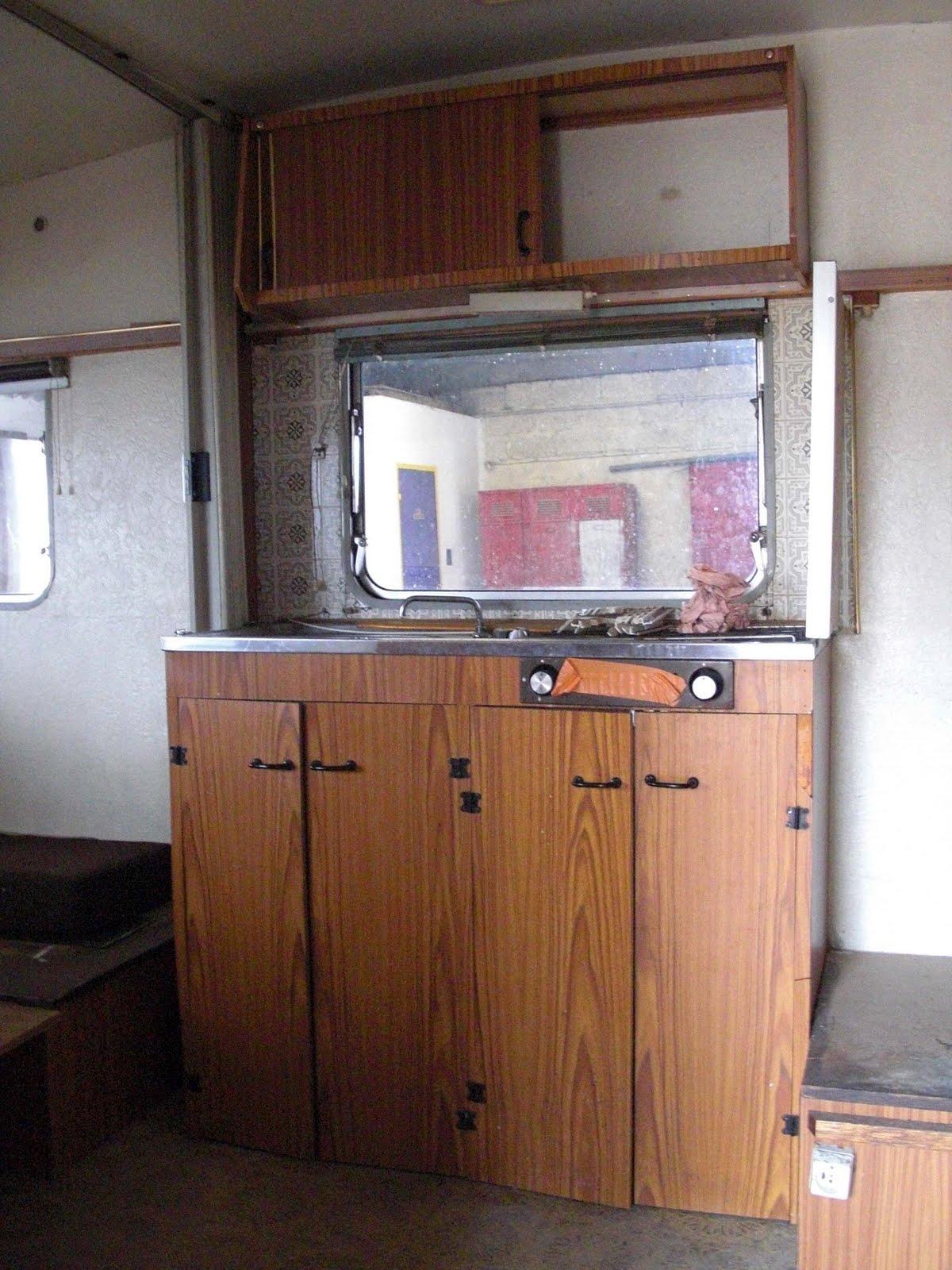 je relooke ma caravane une petite beaut avant les vacances les cr as de violette et potiron. Black Bedroom Furniture Sets. Home Design Ideas