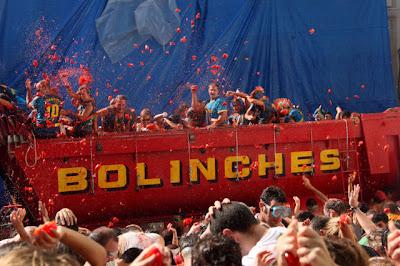 Tomato Fight Seen On www.coolpicturegallery.net