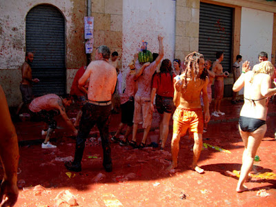 Tomato Fight Seen On www.coolpicturegallery.net