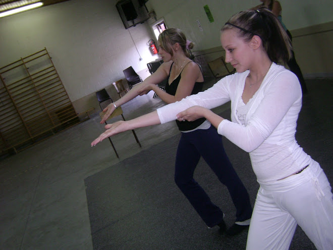 Fiona et  Jessy ( les danseuses de saloon)