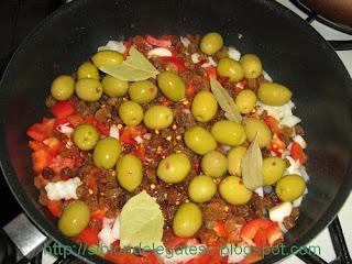 orez cu pui, masline si stafide