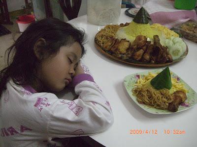 Resep Keluarga Cinta: Tumpeng nasi kuning ulang tahun untuk my beloved ...