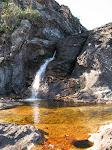 Segunda cachoeira... água cor de Coca-Cola...