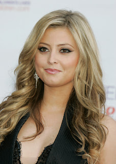 Holly Valance photos in black top