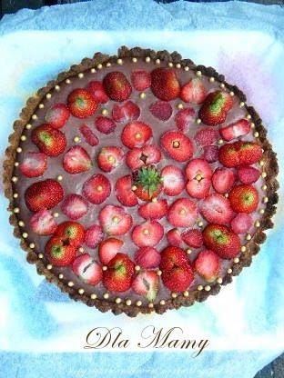 26 maja.. tarta z budyniem czekoladowym i truskawkami