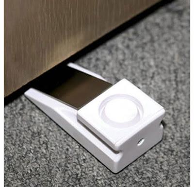 Cuña especial portátil con alarma para evitar visitas indeseadas