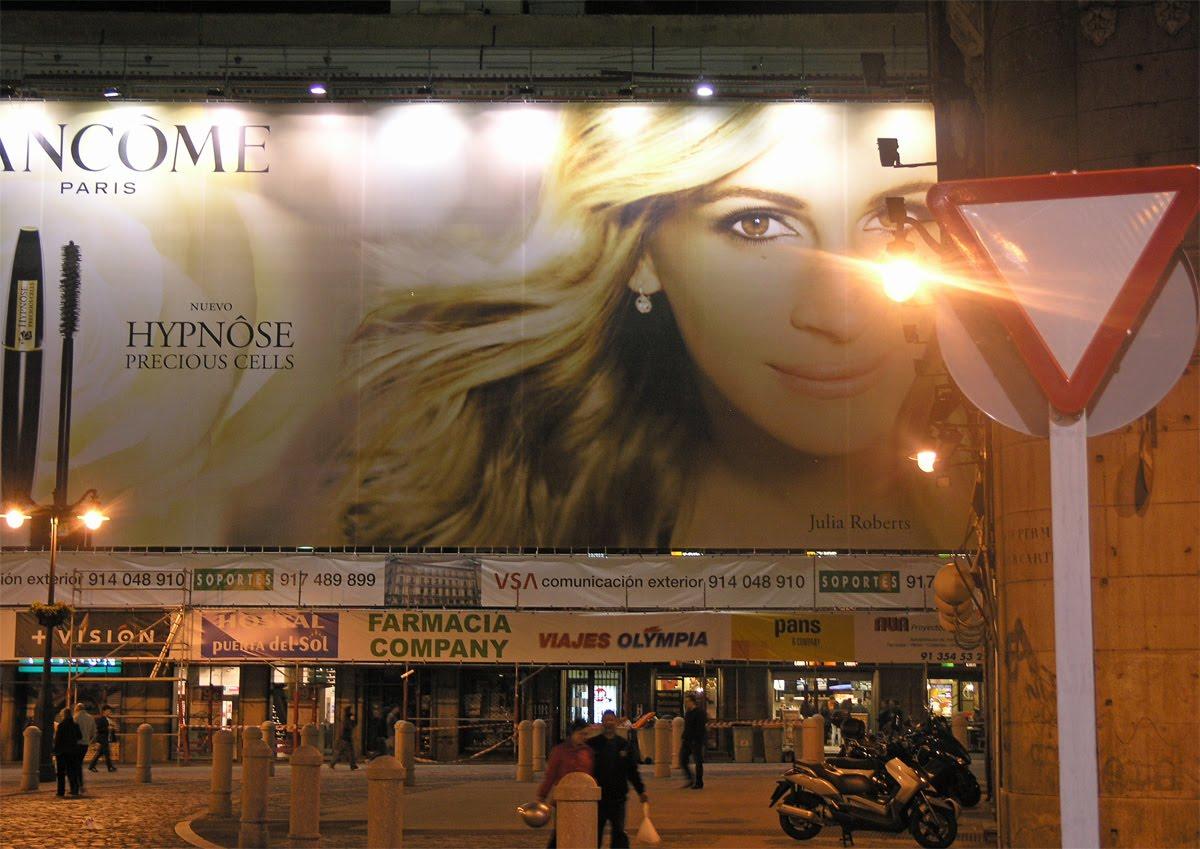http://4.bp.blogspot.com/_z7Tudq66gZ0/S79d8-gnyII/AAAAAAAAADM/8b_VMK7Nfm0/s1600/Julia+Roberts_Vic+Gibson.jpg
