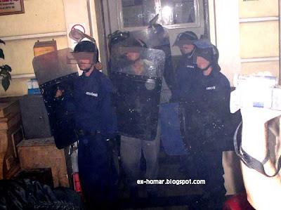 police Budapest Hungary Ungarn polizei riot demo siege