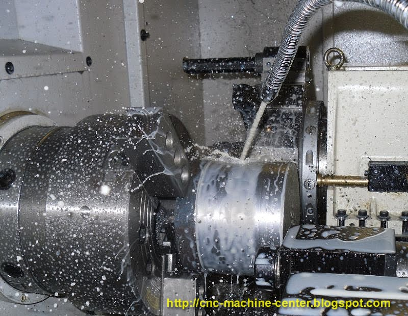 machining cylindrical workpiece with cnc lathe