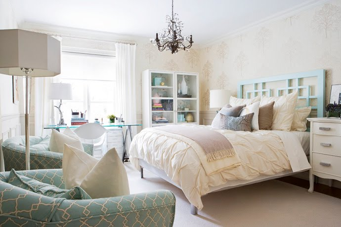 paisleypeacockandpaneer: blue and white bedroom inspiration