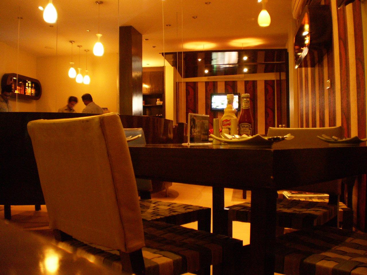 Karachi eating out olé cafe zamzama defence