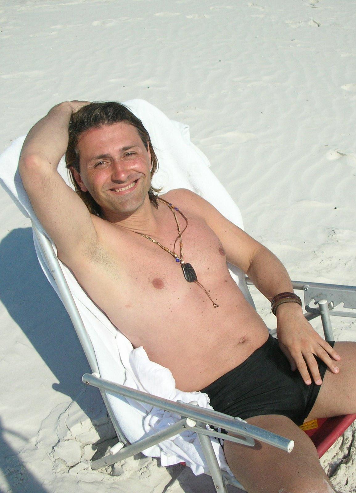 http://4.bp.blogspot.com/_zDl54oPKf_8/SwiH_a7gMMI/AAAAAAAAFAY/KcpXLWPulr8/s1600/daniel+gomez+rinaldi+sexy+sunga+zunga.jpg