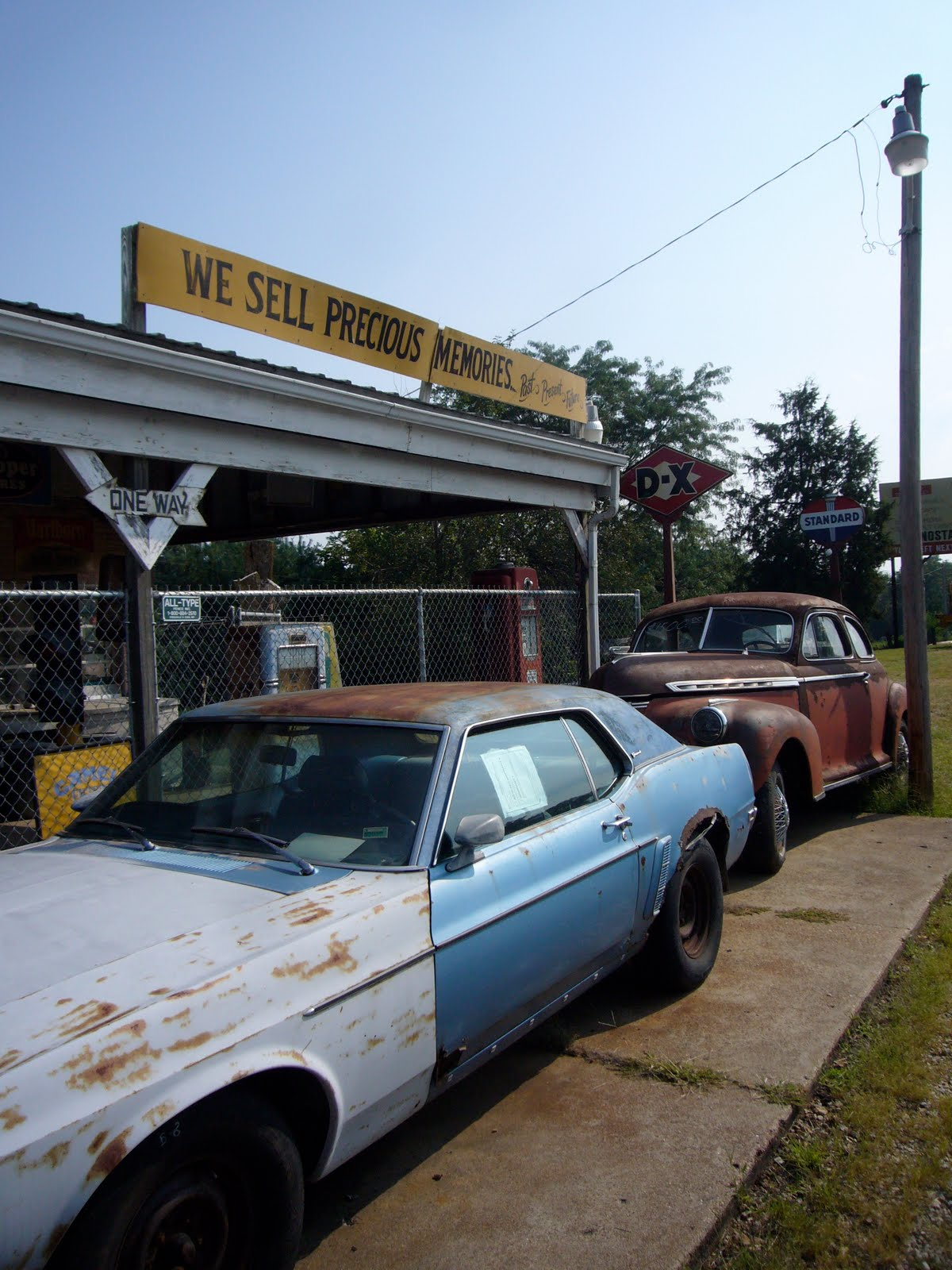 Covering Classic Cars : Unique Road Side Auto Shops