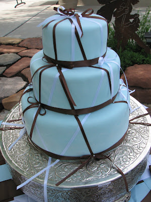 white and brown are very popular colors for wedding cakes this year